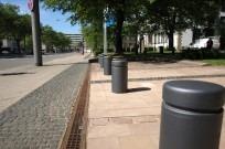 Kassel, Ständeplatz - Poller als Abgrenzung zum Straßenraum
